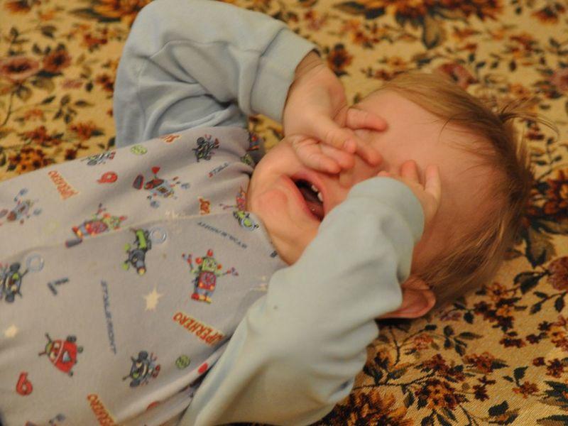 Почему плачет ребёнок когда засыпает